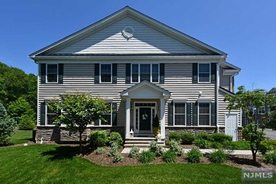 Montvale Condo/Townhouse For Sale: 74 Autumn Way