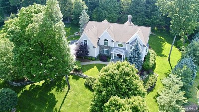 Mahwah Single Family Home For Sale: 40 Bramshill Drive