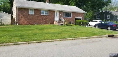 Pompton Lakes Single Family Home For Sale: 227 Magnolia Avenue