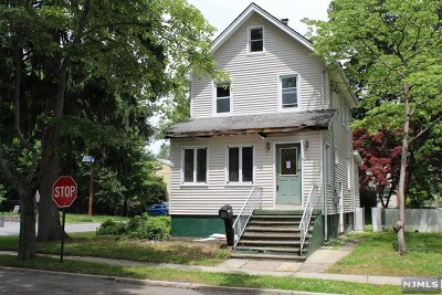 Maywood Single Family Home For Sale: 141 East Fairmount Avenue