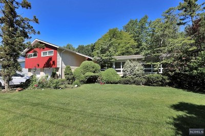 Englewood Single Family Home For Sale: 152 Summit Street