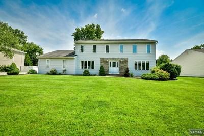 Wayne Single Family Home For Sale: 99 Robin Hood Way