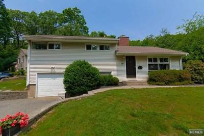 Midland Park Single Family Home For Sale: 80 Franklin Avenue