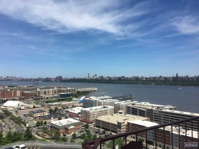 North Bergen Condo/Townhouse For Sale: 8700 Boulevard East #5b