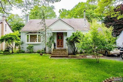 Closter Single Family Home For Sale: 54 Knickerbocker Road
