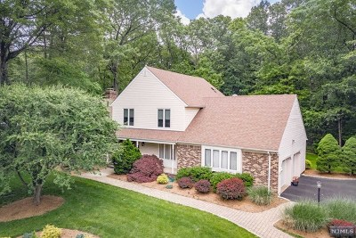 Franklin Lakes Single Family Home For Sale: 883 Meadow Lane