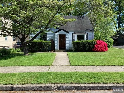 Saddle Brook Single Family Home For Sale: 280 Evans Place