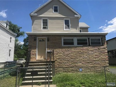 Hackensack Single Family Home For Sale: 192 Berdan Place