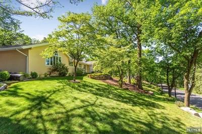 Hawthorne Single Family Home For Sale: 200 Hillcrest Avenue