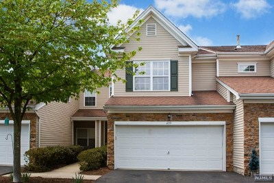 Pompton Lakes Condo/Townhouse For Sale: 233 Ridge Drive #233