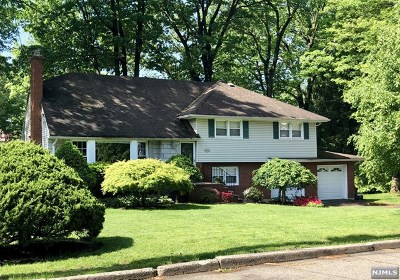 Oradell Single Family Home For Sale: 885 Bellis Parkway
