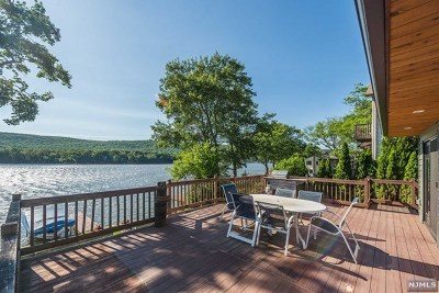 West Milford Single Family Home For Sale: 67 Lake Park Terrace