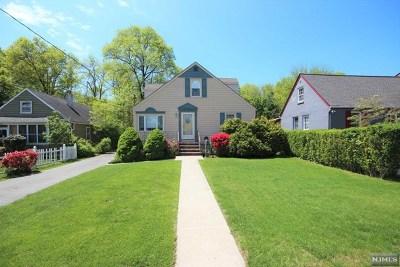Pompton Lakes Single Family Home For Sale: 900 Riverdale Boulevard