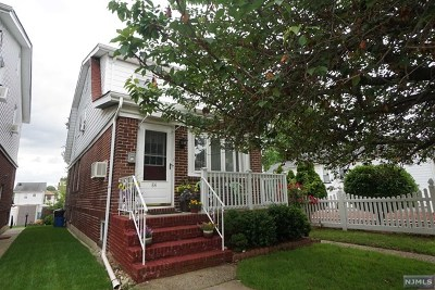 Bergen County Single Family Home For Sale: 84 Rutherford Place