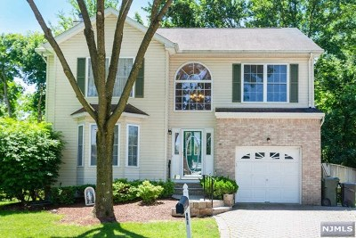 Paramus NJ Single Family Home For Sale: $649,000