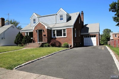 Passaic County Single Family Home For Sale: 74 Greenlawn Avenue