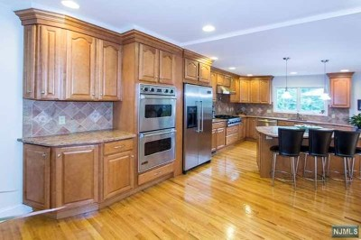 Tenafly Single Family Home For Sale: 17 Kenwood Road