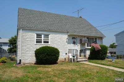 Bergen County Single Family Home For Sale: 63 Shields Place