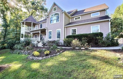 Wyckoff Single Family Home For Sale: 466 Clinton Avenue