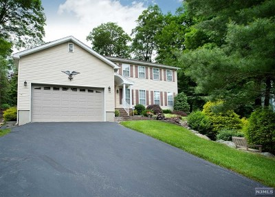 West Milford Single Family Home For Sale: 15 Continental Road