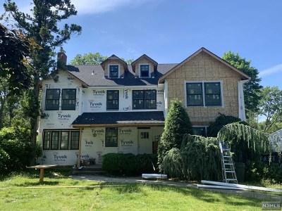 Waldwick Single Family Home For Sale: 34 John Dow Avenue