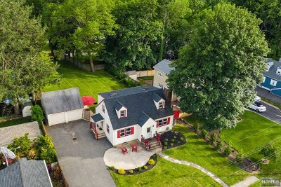 Pompton Lakes Single Family Home For Sale: 16 Edwin Place
