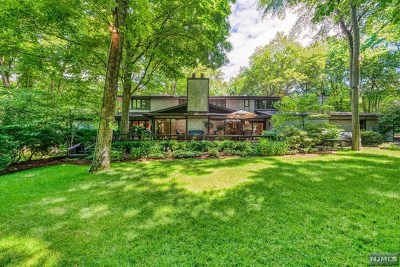 Saddle River Single Family Home For Sale: 6 Bayberry Drive
