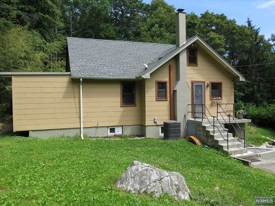 Wanaque Single Family Home For Sale: 39 Snake Den Road