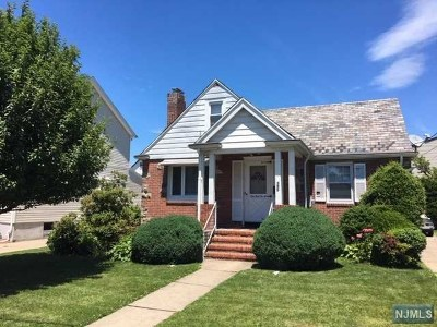 Cliffside Park Single Family Home For Sale: 395 Oakdene Avenue