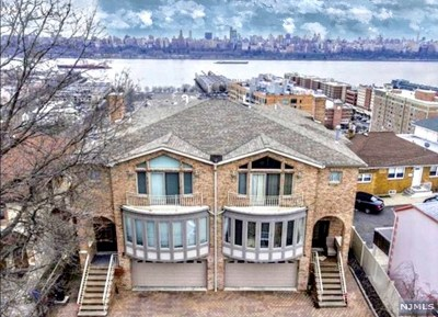 Cliffside Park Condo/Townhouse For Sale: 2 Gigante Place