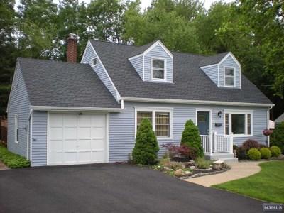 Wayne Single Family Home For Sale: 52 Village Drive