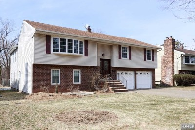 Teaneck Single Family Home For Sale: 744 Pomander Walk