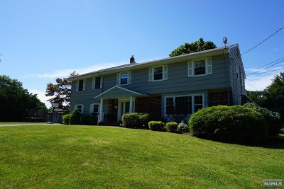 Passaic County Single Family Home For Sale: 54 Emerson Place
