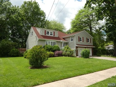 Fair Lawn Single Family Home For Sale: 38-14 Allwood Place