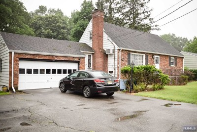 Pompton Lakes Single Family Home For Sale: 136 Birch Avenue