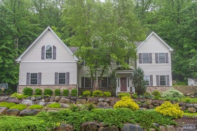 Passaic County Single Family Home For Sale: 27 Nottingham Court