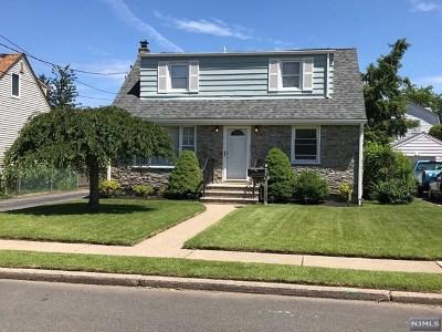 Fair Lawn Single Family Home For Sale: 8-35 Oak Street