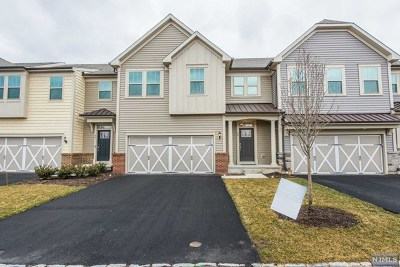 Woodcliff Lake Condo/Townhouse For Sale: 28 Winfield Drive