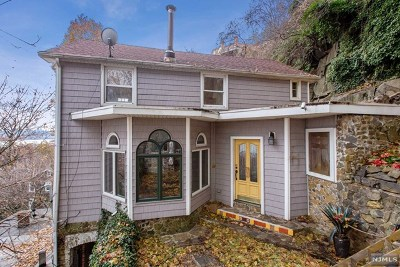 Edgewater NJ Single Family Home For Sale: $649,000