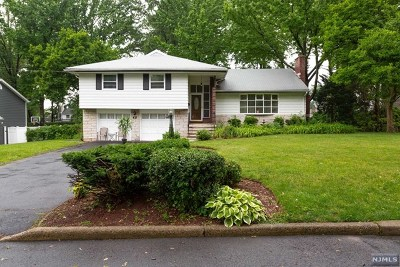 Bergenfield Single Family Home For Sale: 65 Thames Boulevard