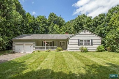 Montvale Single Family Home For Sale: 64 Akers Avenue