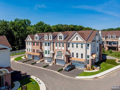 Montvale Condo/Townhouse For Sale: 160 Spring Valley Road #404
