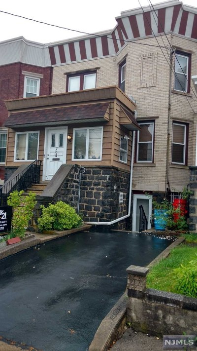 Cliffside Park Single Family Home For Sale: 704 Grove Avenue