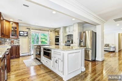 Morris County Single Family Home For Sale: 3 Hilltop Terrace