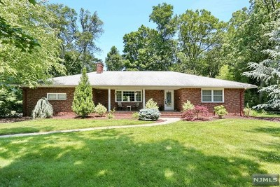 Wyckoff Single Family Home For Sale: 220 Crescent Avenue