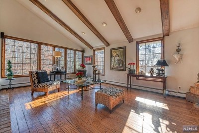Upper Saddle River Single Family Home For Sale: 7 Sleepy Hollow Road