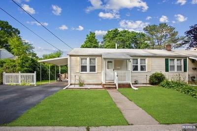 Clifton Single Family Home For Sale: 62 Stuyvesant Court