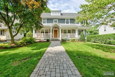 Ridgewood Single Family Home For Sale: 385 Colonial Road