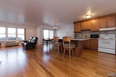 Edgewater Condo/Townhouse For Sale: 1111 River Road #D5