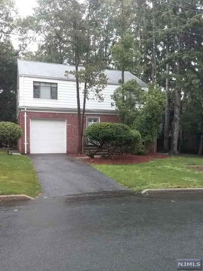 Teaneck Single Family Home For Sale: 1017 East Lawn Drive